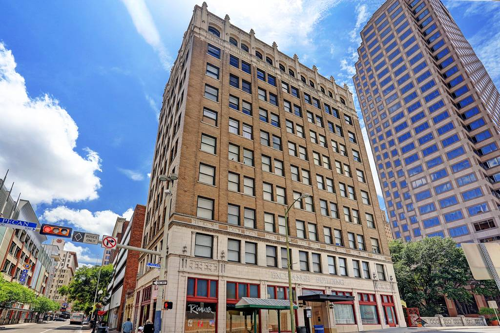 Exchange Building Apartments at 152  E Pecan St, San Antonio, TX 78205