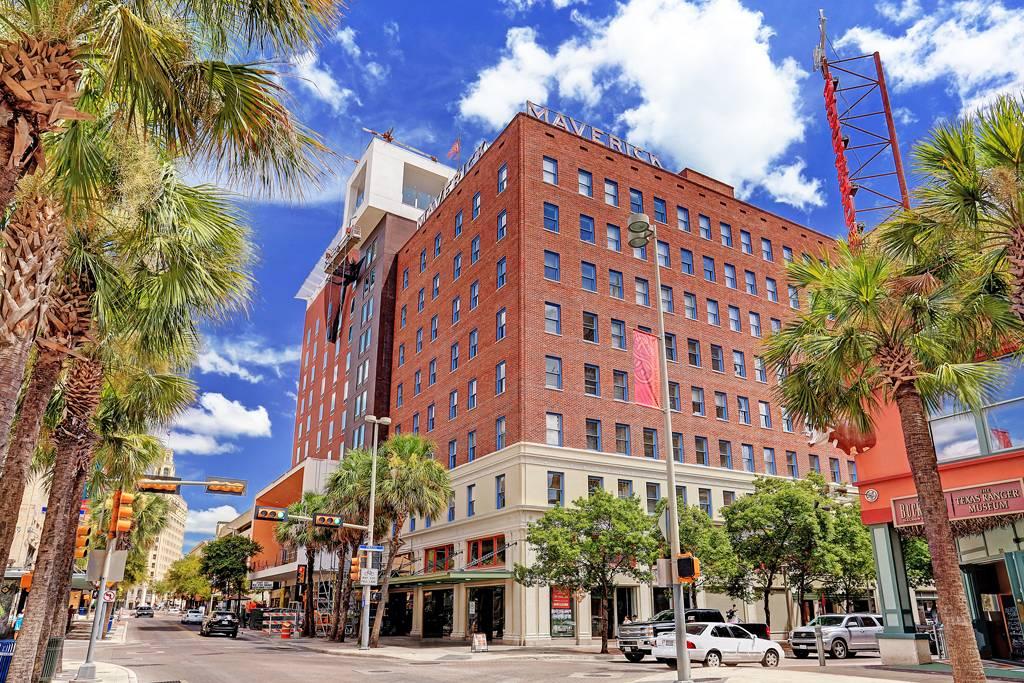 Maverick Apartments Highrise At 400 E Houston St San