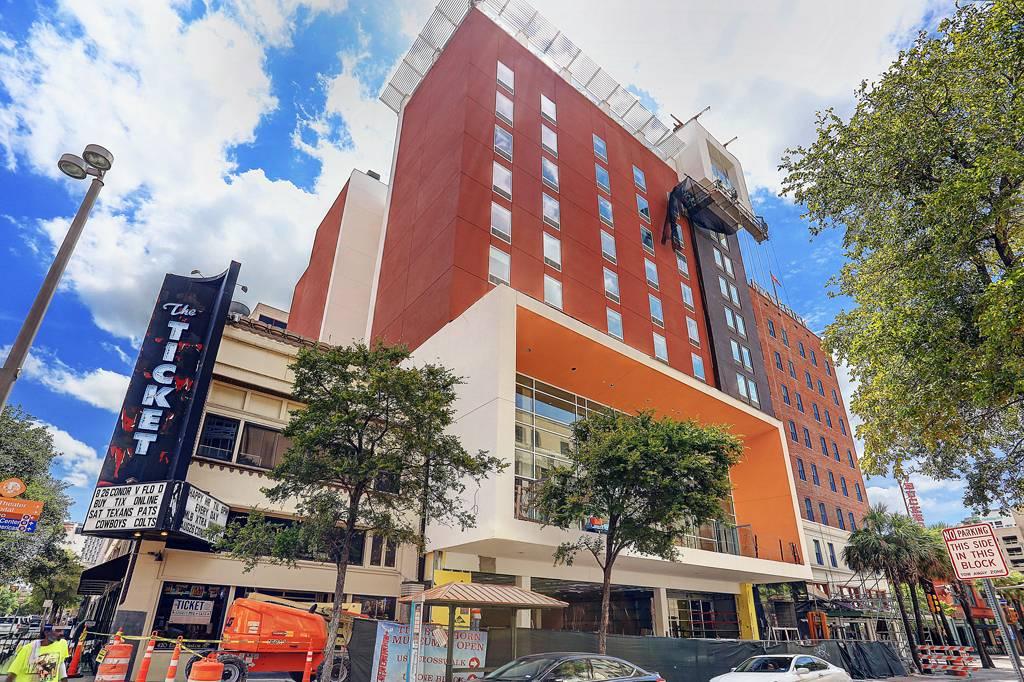 Maverick Apartments at 400  E Houston St, San Antonio, TX 78205