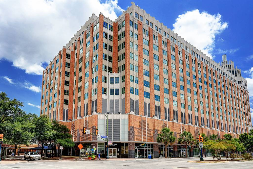 The Vistana at 100  N Santa Rosa St, San Antonio, TX 78207