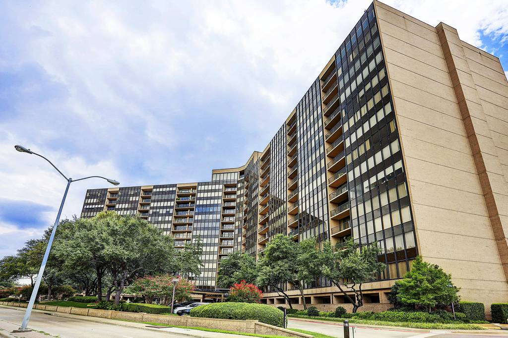 Bonaventure Condos at 5200  Keller Springs Rd, Dallas, TX 75248