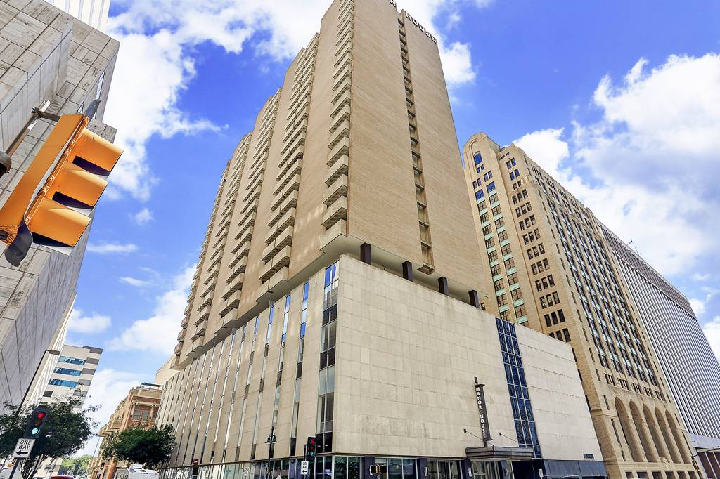 Manor House Apartments at 1222  Commerce St, Dallas, TX 75202
