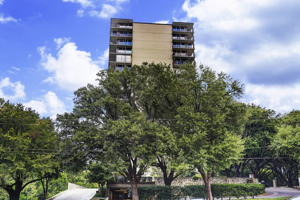 Park Towers Condos at 3310  Fairmont St, Dallas, TX 75201