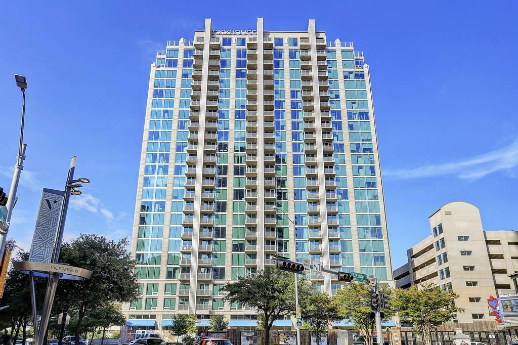 SkyHouse Apartments at 2320  N Houston St, Dallas, TX 75219