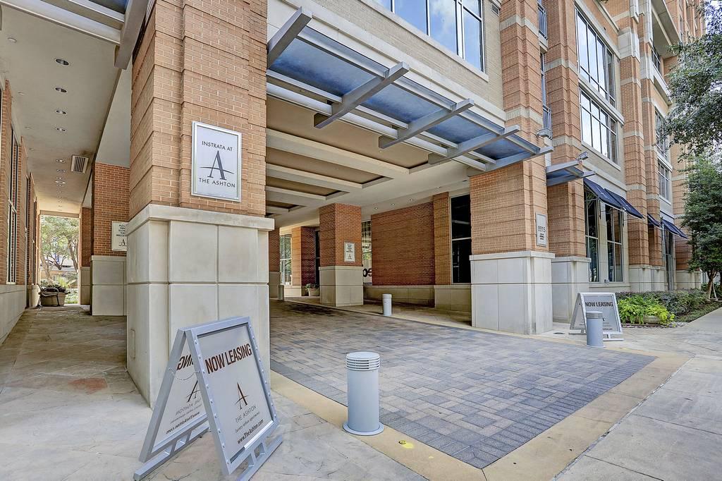 The Ashton Apartments at 2215  Cedar Springs Rd, Dallas, TX 75201