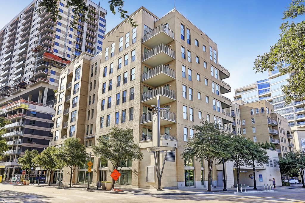 The Vista Apartments at 2345  N Houston St, Dallas, TX 75219