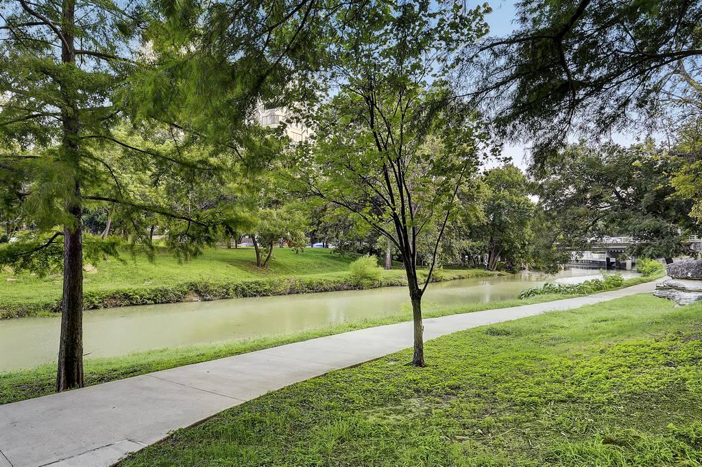 Vendome Condominiums at 3505  Turtle Creek Blvd, Dallas, TX 75219
