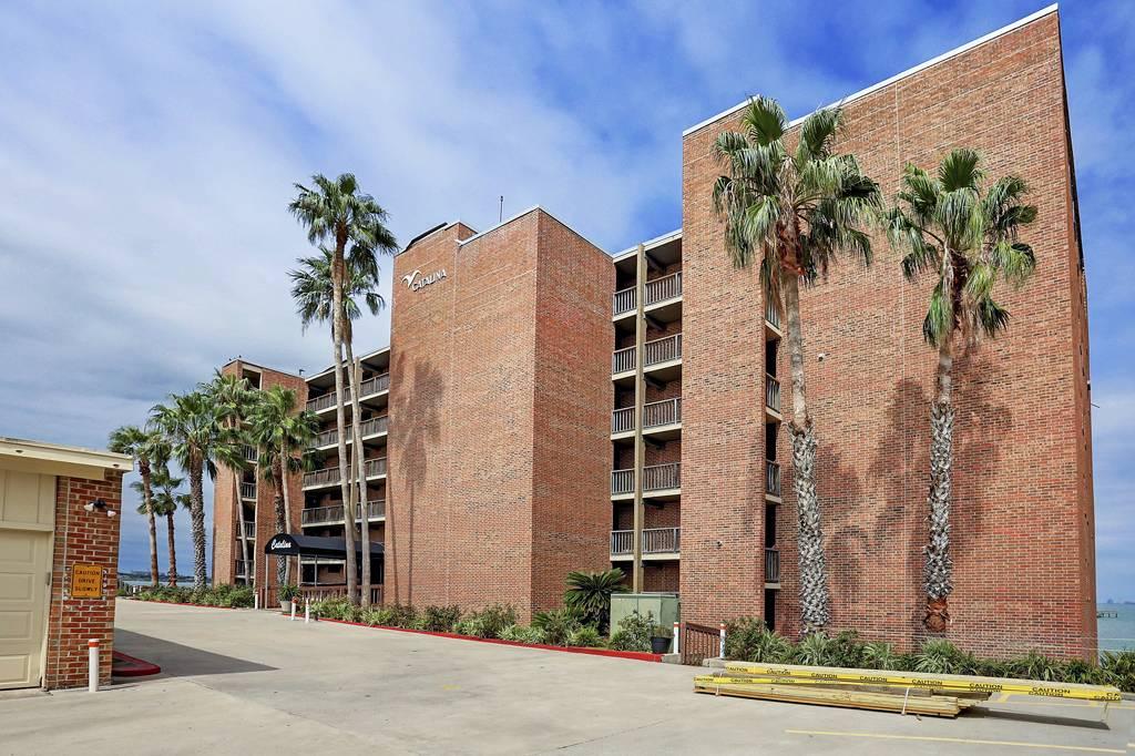 Catalina Condominium at 4334  Ocean Dr, Corpus Christi, TX 78412