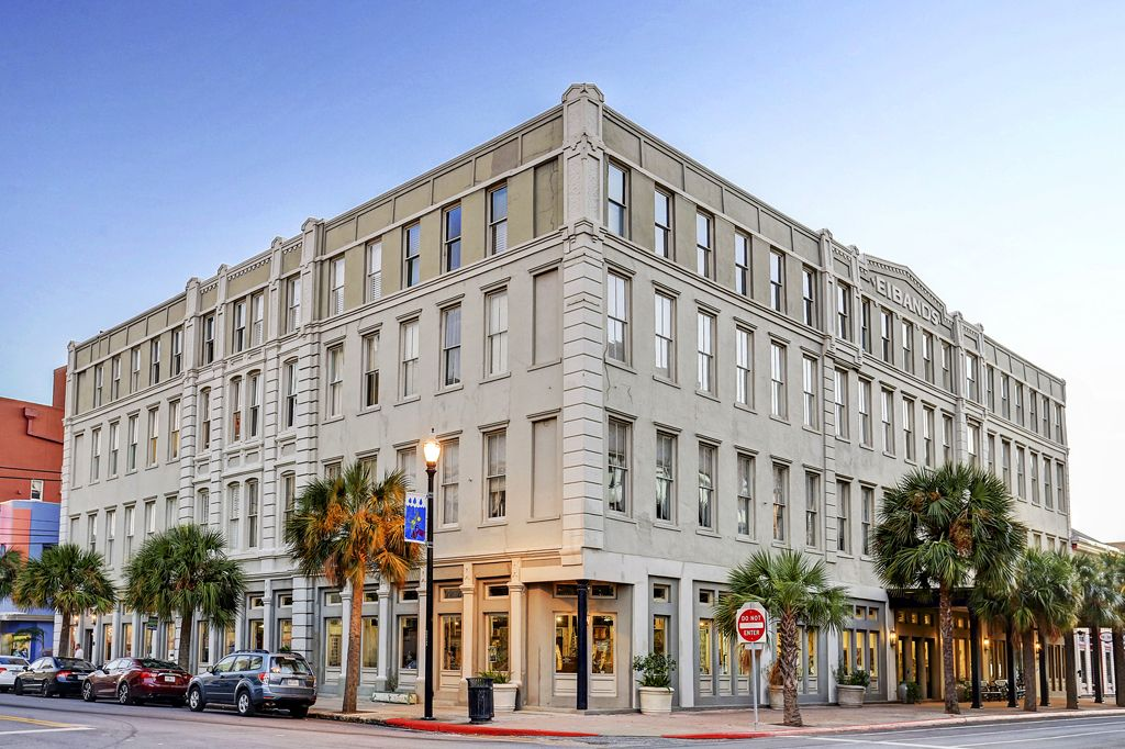 Eibands Luxury Condos at 2207 Postoffice St, Galveston, TX 77550