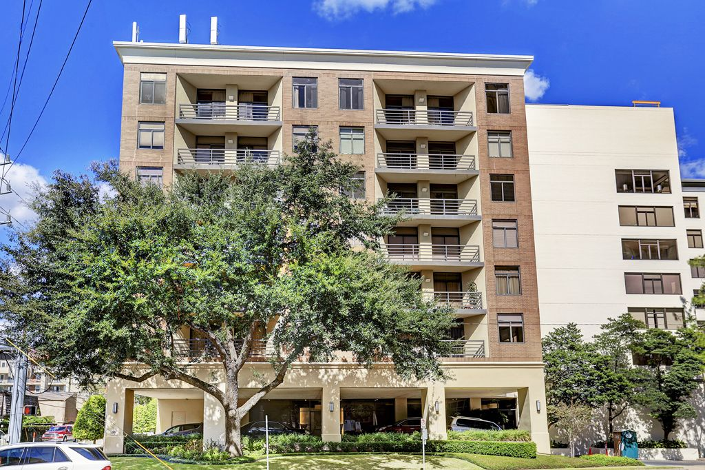 The Campton At Post Oak at 4950  Woodway, Houston, TX 77056