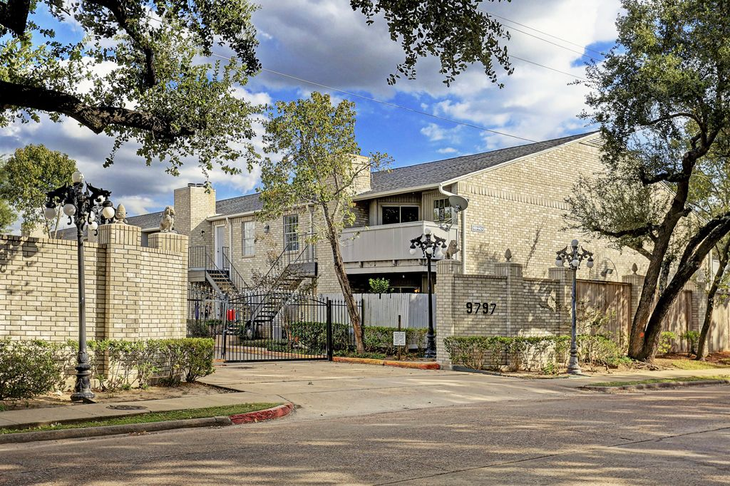 Leawood Townhomes Condo at 9797  Leawood, Houston, TX 77099